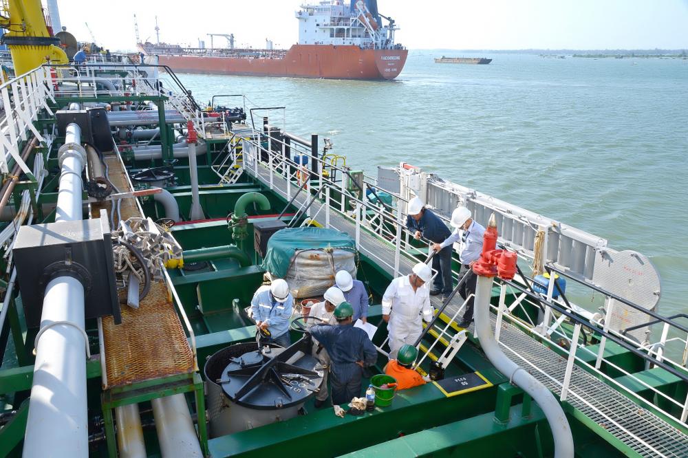 Bộ Công thương không đồng ý đề xuất ngưng nhập khẩu xăng dầu của PVN. Ảnh minh hoạ