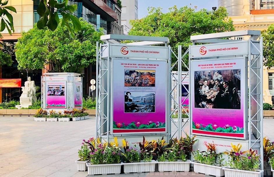 Một số hình ảnh triển lãm tại tuyến đường đi bộ Nguyễn Huệ
