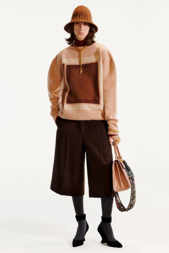 Dior cho ra mẫu quần culottes ngắn.