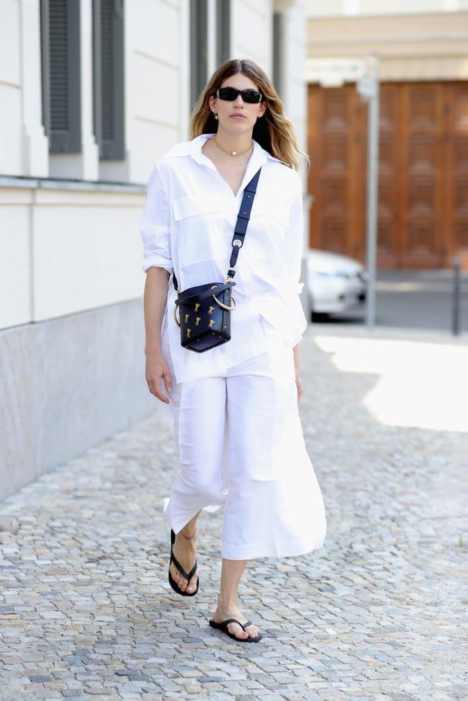 Những bộ trang phục tone - sur - tone trắng dễ dàng kết hợp với phụ kiện.