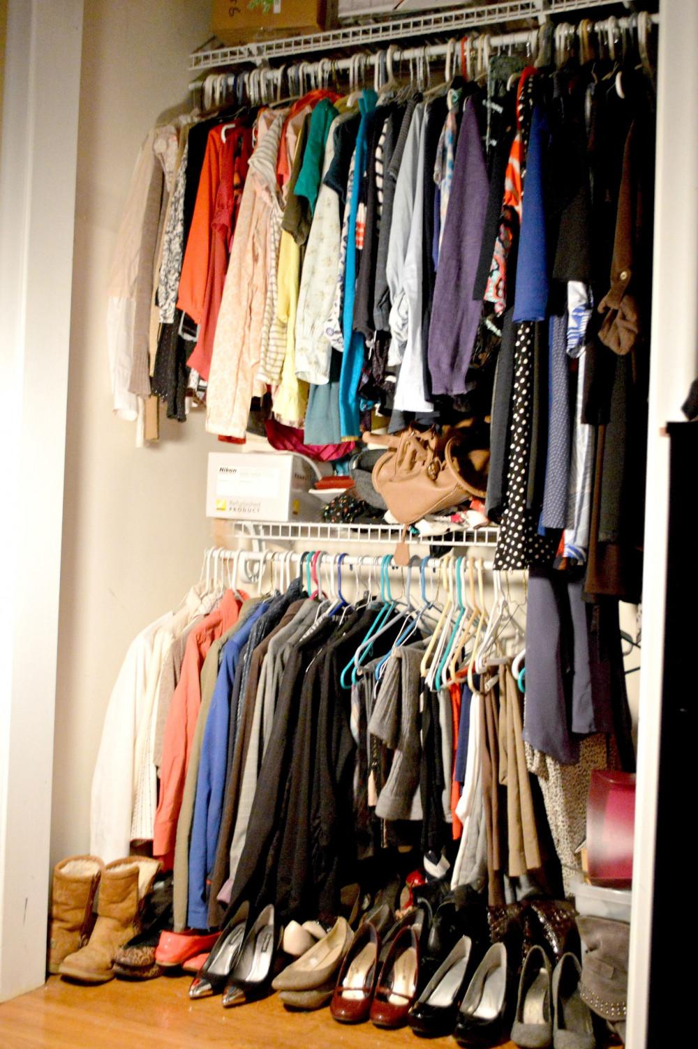 Trong tủ quần áp có bao nhiêu thứ từ khi mua về  bạn mới chỉ mặc một vài lfan, thậm chí chưa mặc lần nào?