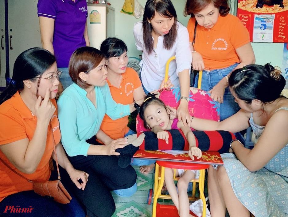 CLB nữ doanh nhân quận Tân Phú với các hoạt động hướng về cộng đồng, chăm lo, hỗ trợ phụ nữ và trẻ em khó khăn, khuyết tật.