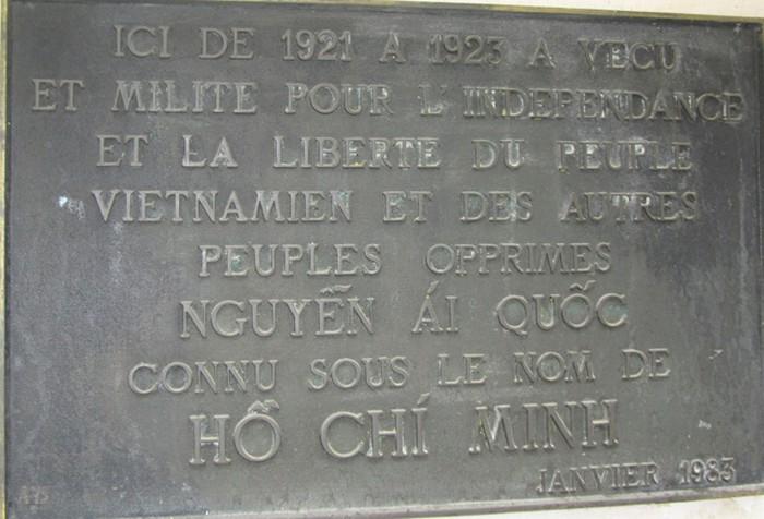 Tấm biển di tích tại ngôi nhà số 9 ngõ Compoint được gắn lên lần đầu vào năm 1983 nhưng phải tạm thời gỡ xuống khi người chủ ngôi nhà quyết định xây dựng lại. Đến năm 1999, Đại sứ quán Việt Nam tại Pháp và chính quyền thành phố Paris đã gắn tấm biển cũ lên căn nhà xây mới.