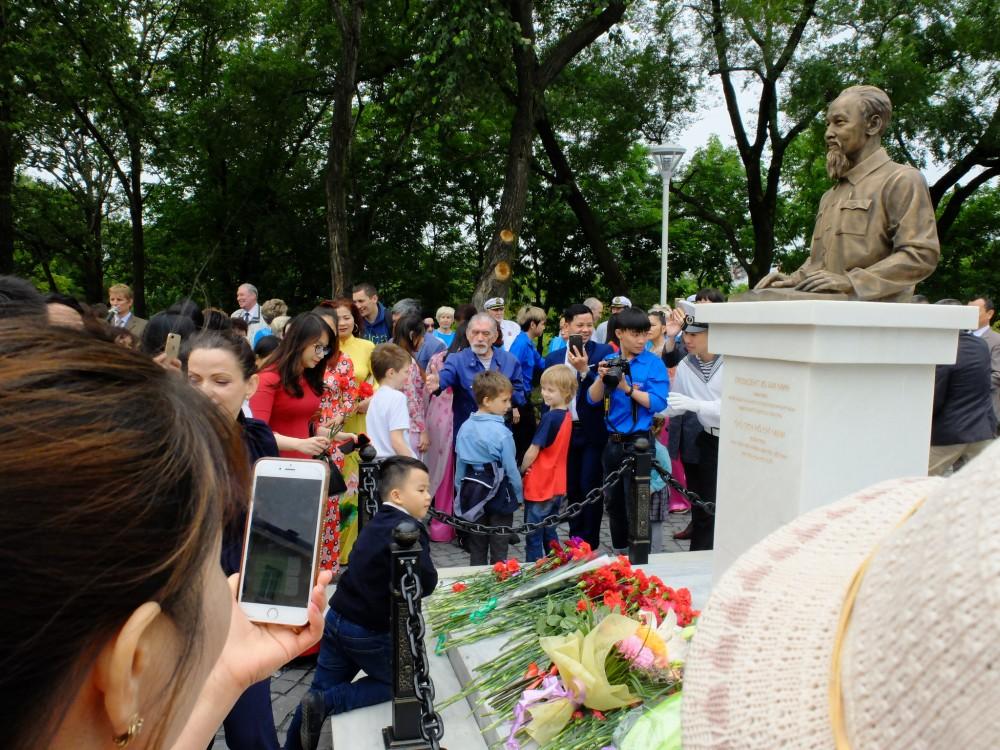 Tượng đài Chủ tịch Hồ Chí Minh tại Thành phố Vladivostok.