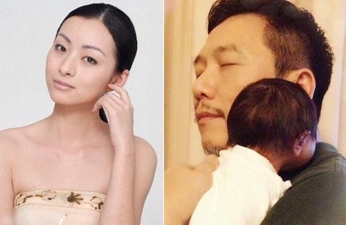Triệu Đình (trái) và bức ảnh Ôn Triệu Luân khoe khi đón con đầu lòng ở tuổi 51