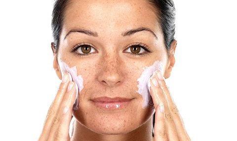 chọn một loại sữa rửa mặt dịu nhẹ, giúp cân bằng độ pH cũng để hỗ trợ cải tiến làn da khô.