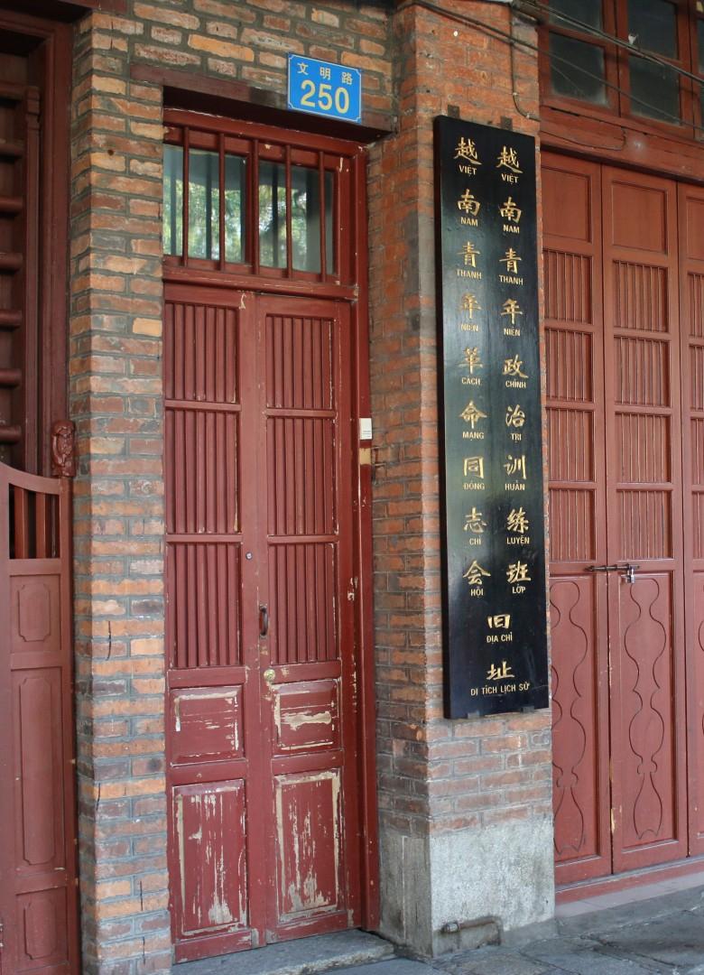 """Địa danh này là nơi Bác đào tạo cán bộ cách mạng Việt Nam, thông qua những bài giảng còn lưu trong tác phẩm """"Đường Kách mệnh""""."""