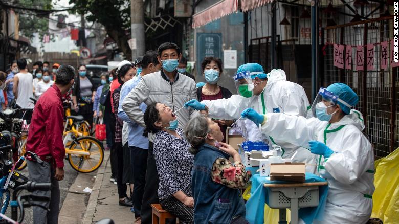 Các nhà chức trách ở Vũ Hán ra lệnh thử nghiệm hàng loạt COVID-19 cho tất cả 11 triệu cư dân sau khi các trường hợp mới tái xuất hiện tại đây đầu tháng 5.