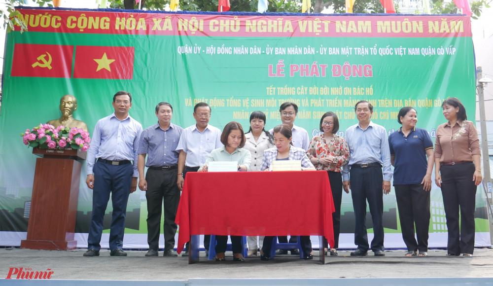Hội LHPN TPHCM và UBND quận ký kết chương trình phối hợp thực hiện các công trình đợt thi đua 200 ngày chào mừng Đại hội Đảng bộ các cấp tiến tới Đại hội đại biểu toàn quốc lần thứ XIII của Đảng
