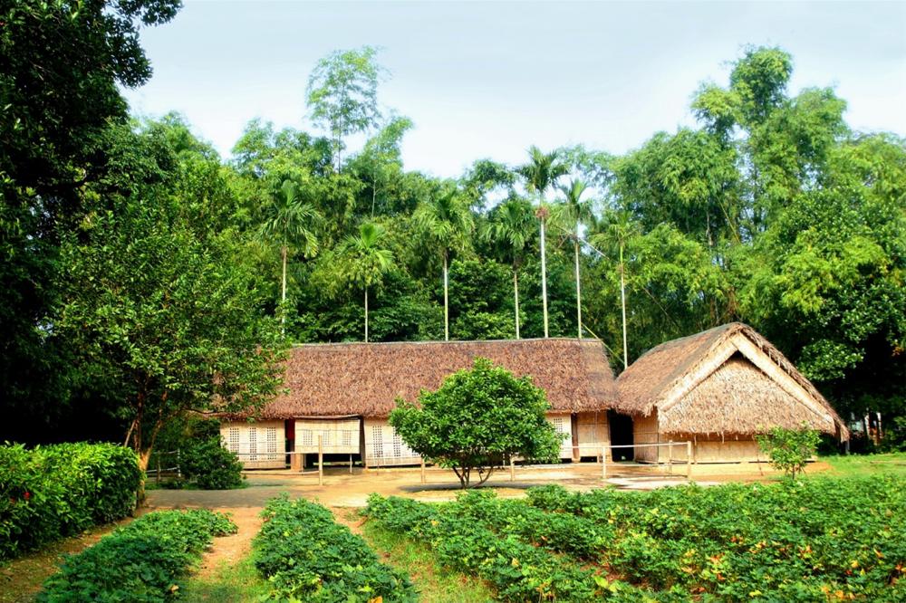 Ngôi nhà mộc mạc đơn sơ của gia đình Bác Hồ ở làng Sen