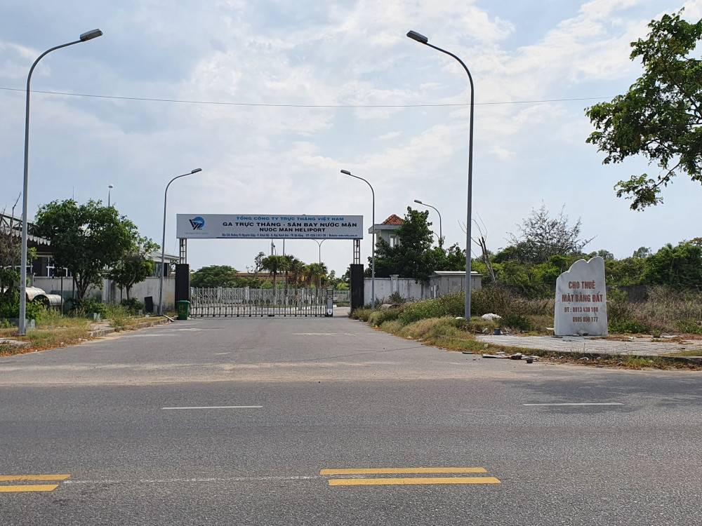 Theo số liệu chúng tôi có được, vệt biệt thự dọc tường rào sân bay Nước Mặn có tổng số 246 lô.
