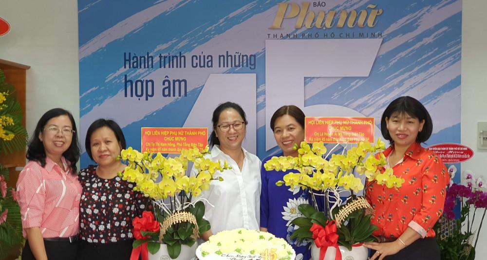 Thay mặt tập thể Báo Phụ nữ TPHCM, bà Lê Huyền Ái Mỹ cảm ơn và trân trọng những tình cảm của Hội LHPN TPHCM - cơ quan chủ quản của Báo