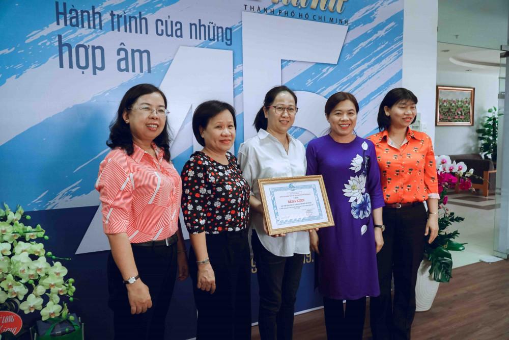 Báo Phụ Nữ TPHCM vinh dự được nhận bằng khen của Hội Liên hiệp Phụ Nữ TPHCM vì có nhiều đóng góp trong công tác tuyên truyền về Giới và Bình đẳng giới.