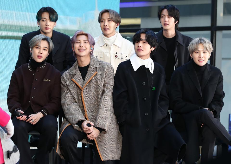 BTS thu về lợi nhuận khủng sau các tour diễn vòng quanh thế giới.