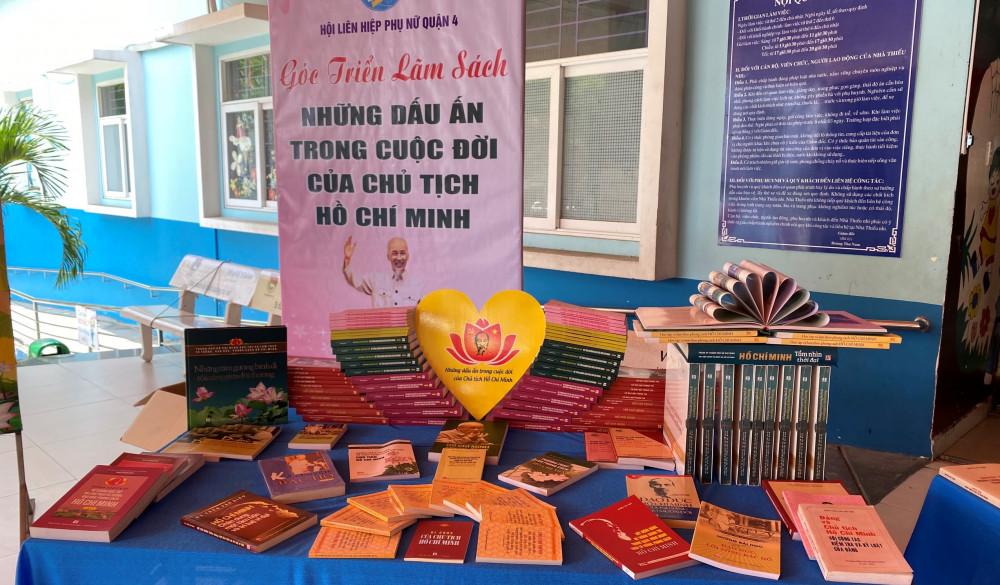 Một góc triển lãm sách về Bác Hồ tại hội thi.