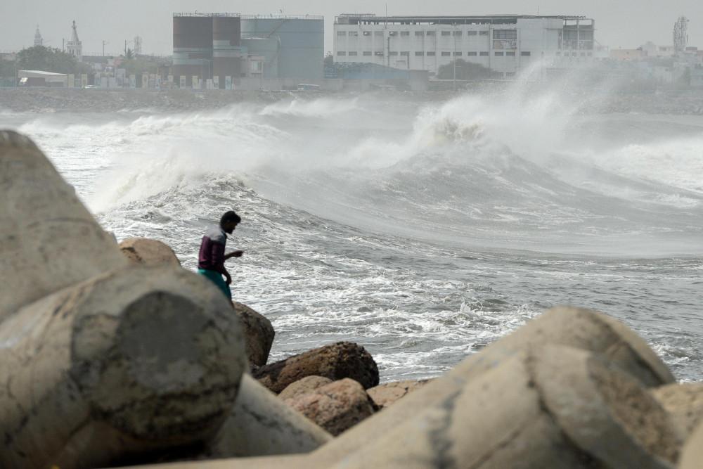 Nước biển dâng là một trong những hiện tượng nguy hiểm nhất đi kèm bão lớn.