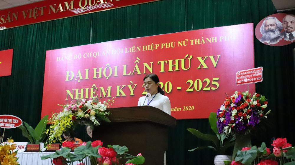 Bà Nguyễn Trần Phương Trân - Chủ tịch Hội LHPN TPHCM phát biểu khai mạc Đại hội