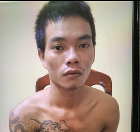 Đối tượng Nguyễn Văn Phiên đang bị tạm giữ hình sự để điều tra về hành vi đánh chết con ruột của mình