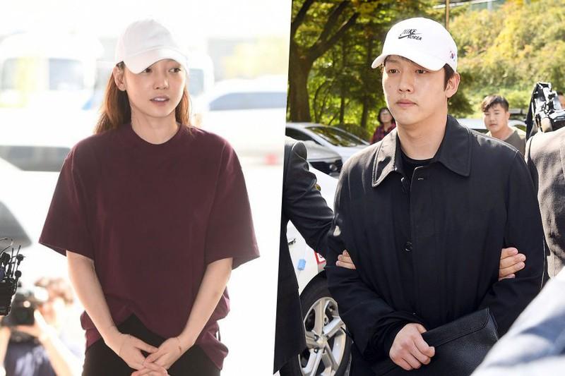 Goo Hara (trái) và Choi Jong Bum (phải) trong phiên tòa xét xử đầu tiên.