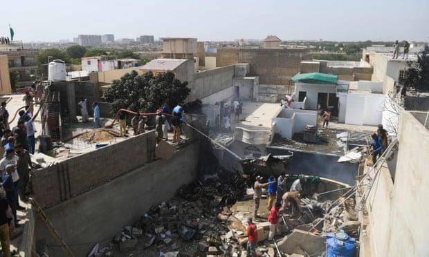 Các quan chức cho rằng số người thiệt mạng có thể tăng vì vụ tai nạn xảy ra ở khu dân cư.