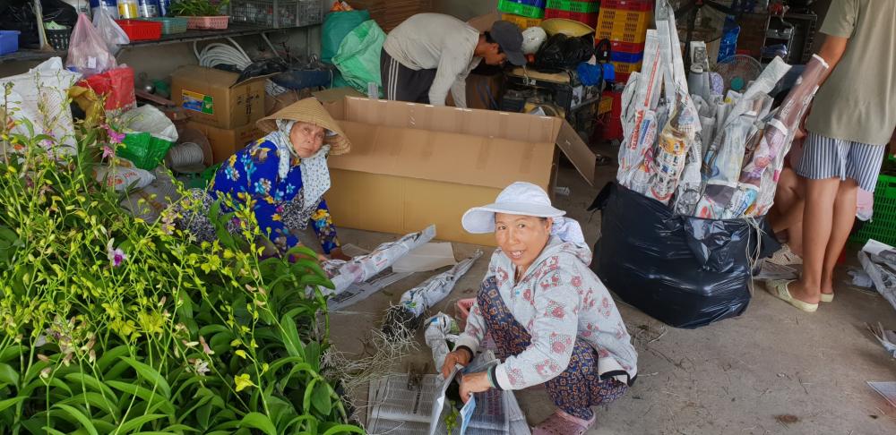 Hợp tác xã  Hoa Lan Việt vừa giúp các hộ nông dân sản xuất, vừa giải quyết việc làm cho nhiều lao động nông thôn
