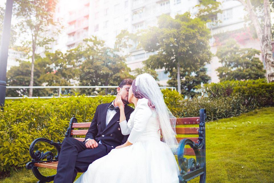 Cặp đôi không ngần ngại khoe hạnh phúc
