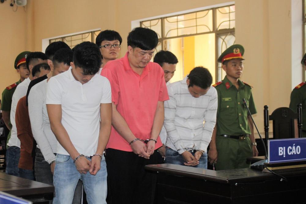 Nhóm 12 bị cáo lãnh hơn 100 năm tù với tội danh Lừa đảo chiếm đoạt tài sản