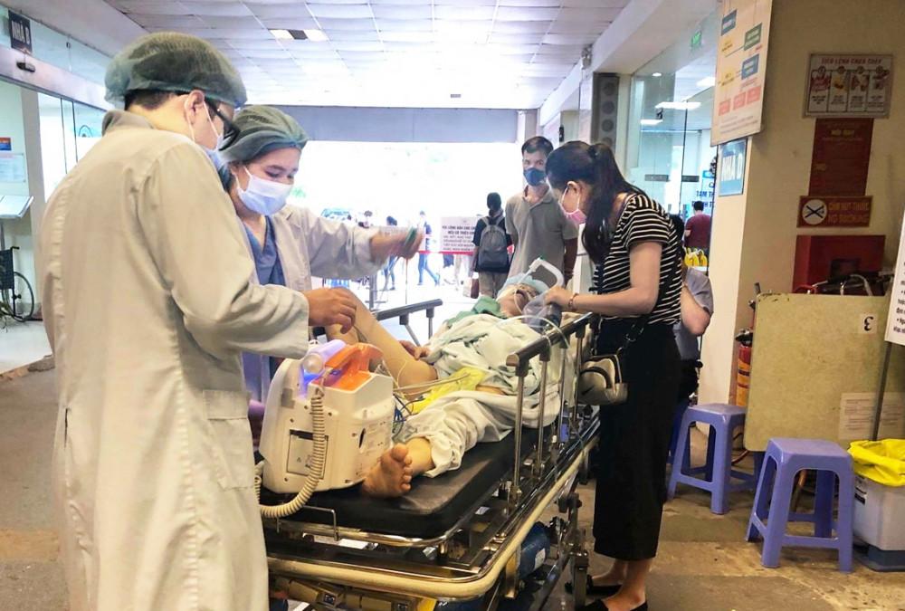 Mỗi ngày, Khoa Cấp cứu Bệnh viện Tim Hà Nội tiếp nhận khoảng 20% bệnh nhân đến khám vì ảnh hưởng bởi nắng nóng