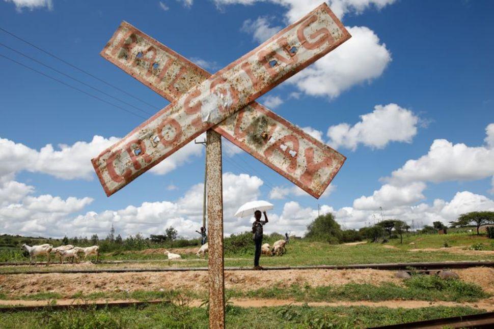 Thị trấn Kiu trở thành một nơi hoang vu khi tàu hỏa không dừng lại - Ảnh: Reuters