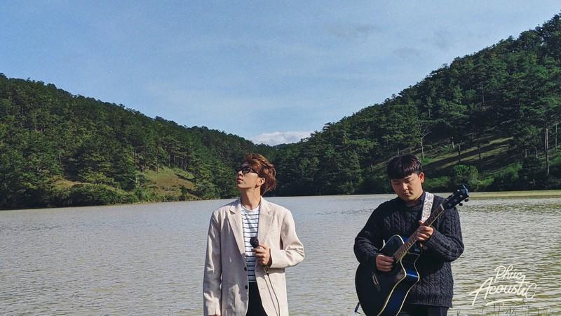 Ca sĩ Tăng Phúc ghi hình cho Phúc Acoustic tại Đà Lạt