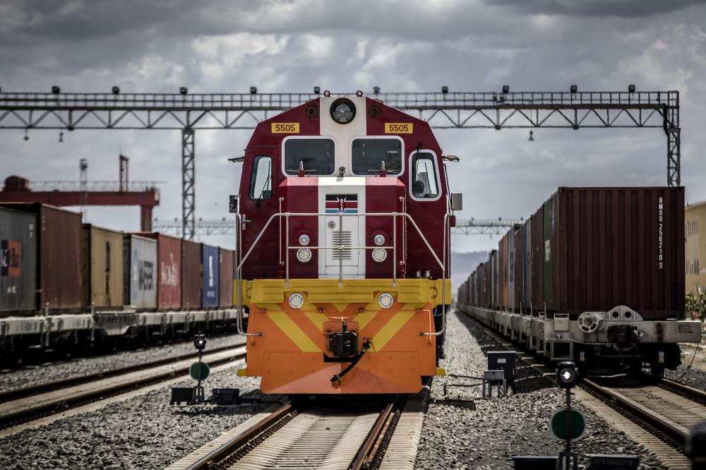 Một chuyến tàu hàng của Tập đoàn đường sắt Kenya ở Mombasa, Kenya - Ảnh: Bloomberg