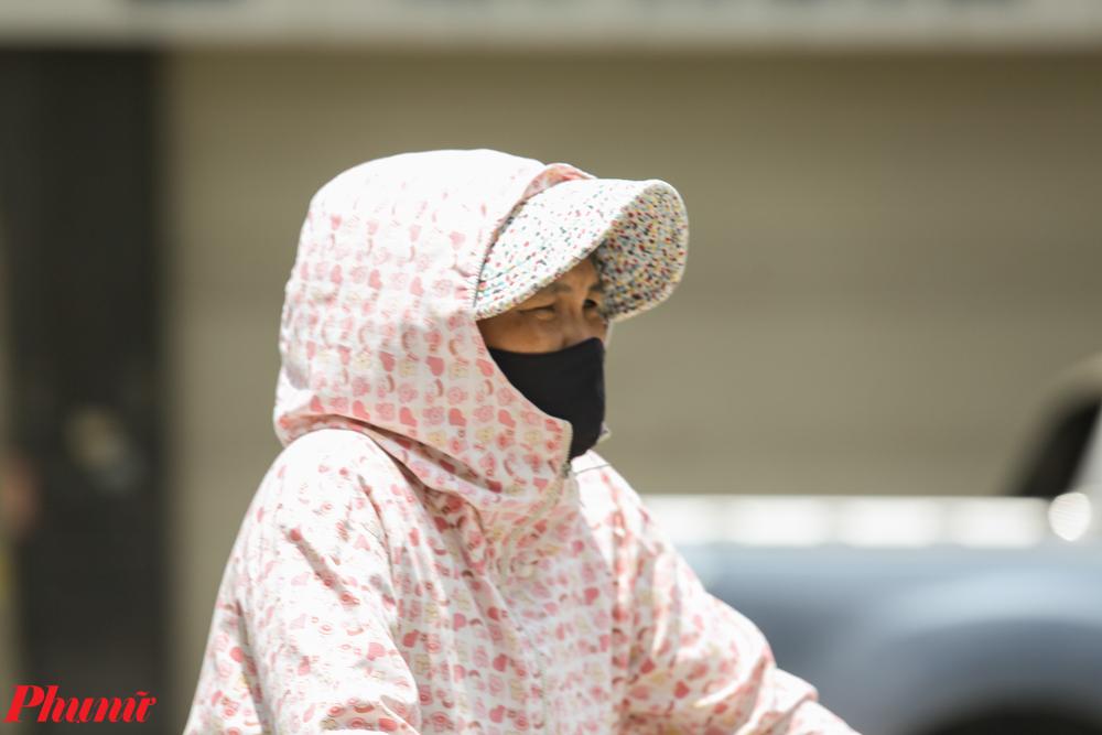 Miếng cơm, manh áo là vấn đề cực kì quan trọng với nhiều người, nhất là vào thời điểm sau khi dịch bệnh COVID-19 vừa bị đẩy lùi.