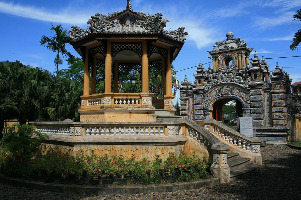 Kiến trúc của công trình hơn 100 năm tuổi mang vẻ đẹp cổ kính.