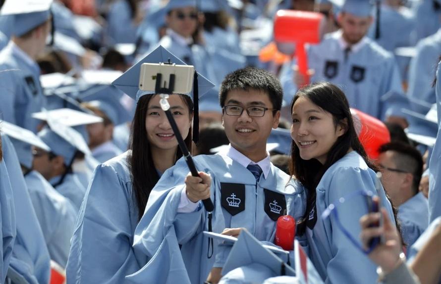 Du học sinh Trung Quốc dự lễ tốt nghiệp tại Đại học Columbia, New York, Mỹ. Ảnh: Tân Hoa Xã