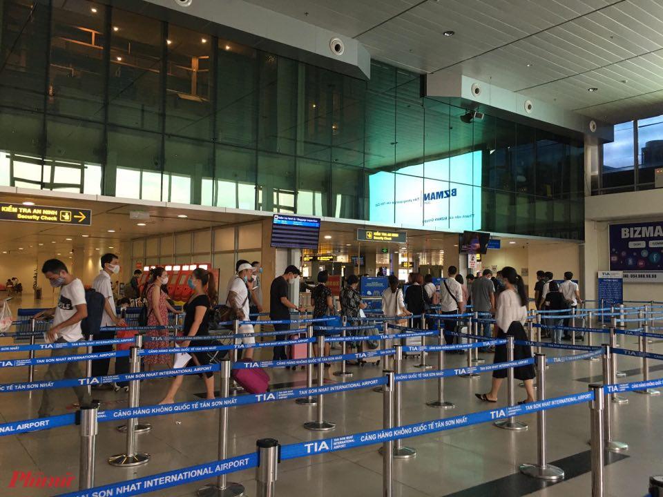 Các hãng cạnh tranh nhau tung vé máy bay giá rẻ, hành khách được bay tiết kiệm