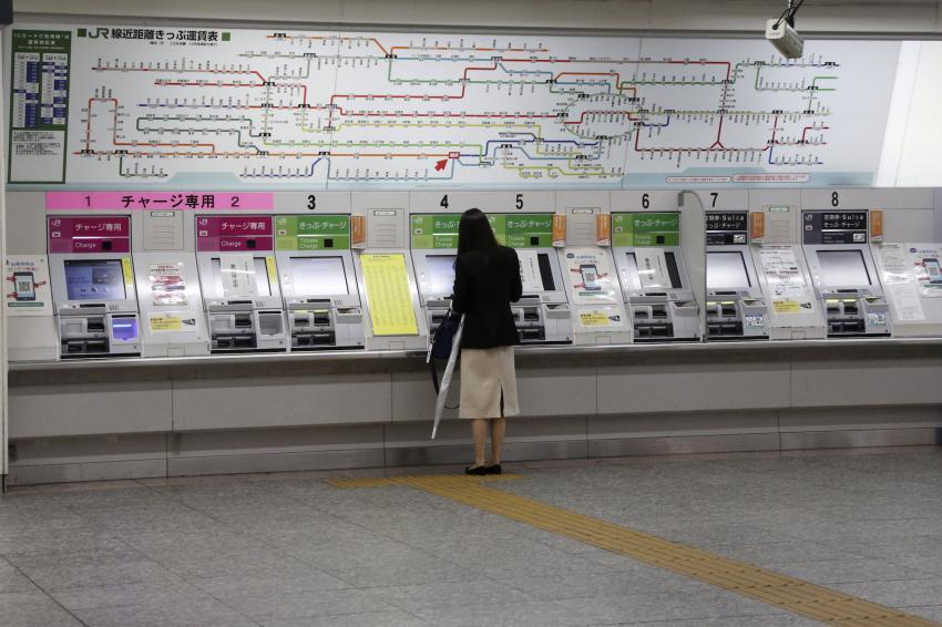 DỊch bệnh khiến Nhật Bản rơi vào cuộc suy thoái tồi tệ nhất kể từ thời chiến tranh.