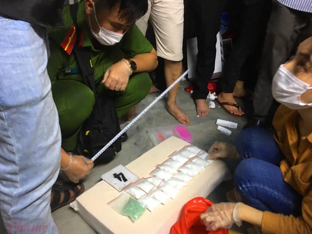 Lực lượng chức năng kiểm tra ma túy tại nhà riêng của