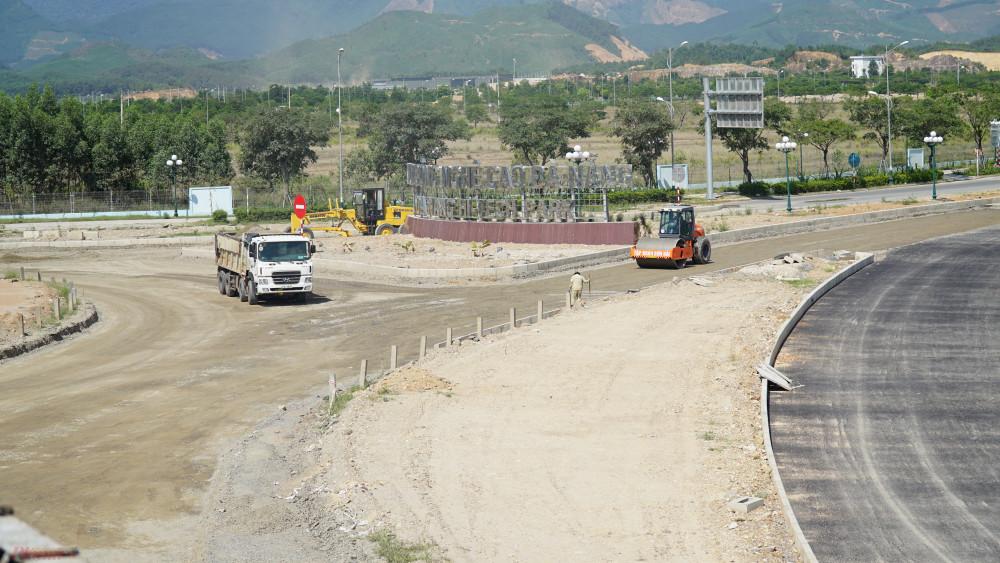 Tuy nhiên, đoạn tuyến Hòa Liên-Túy Loan thuộc Đà Nẵng đang gặp khó khăn về mặt bằng gây ảnh hưởng đến tiến độ dự án