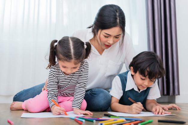 Không phủ nhận thông tin từ các Group ảnh hưởng tới cảm xúc của phụ huynh với con. Ảnh minh họa