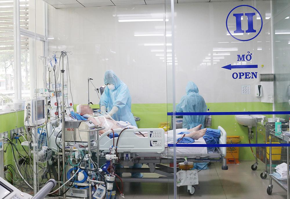 Phi công Vietnam Arilines đang điều trị tại Bệnh viện Chợ Rẫy, ảnh BVCC.