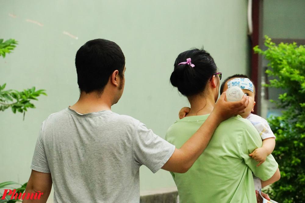 Nhiều em nhỏ có biểu hiện say nắng, sốc nhiệt vào những ngày nắng nóng đỉnh điểm. Đây là căn bệnh nghiêm trọng nhất do nắng nóng, nhất là với trẻ em bởi có thể gây tử vong, ảnh hưởng lâu dài nếu không được cấp cứu kịp thời.