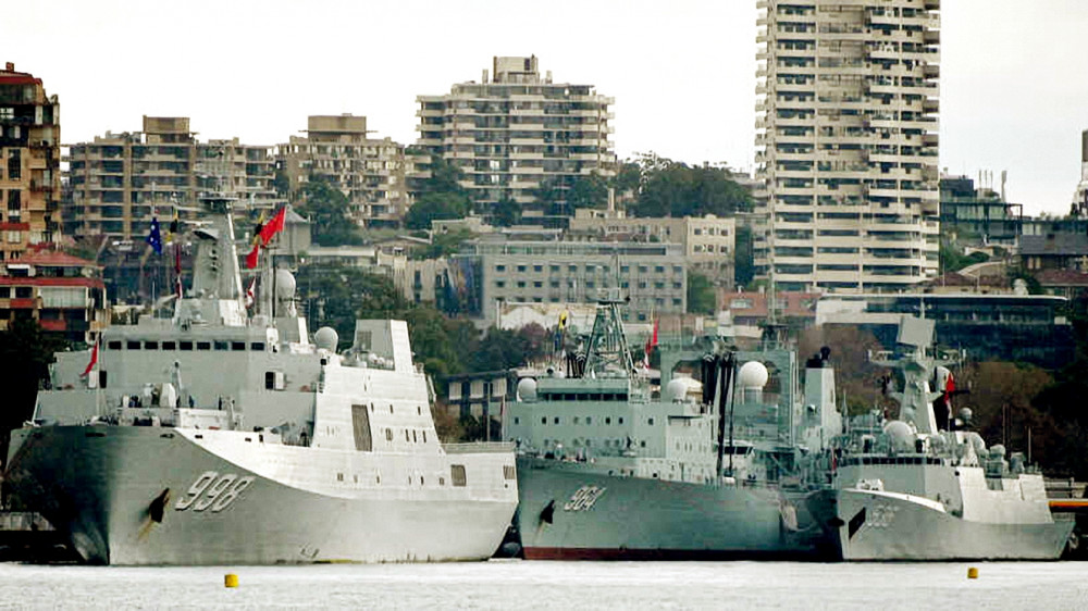 Ba tàu quân sự Trung Quốc neo đậu ở cảng Sydney đầu tháng 6/2019 được cho là nhằm thể hiện sức mạnh của Trung Quốc tại khu vực - Ảnh: AFP