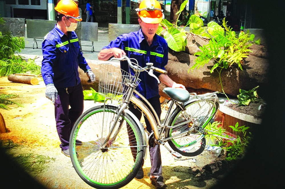 Hình ảnh thương tâm này sẽ là bài học đau xót cho ngành giáo dục trong nhiệm vụ bảo đảm sự an toàn cho học sinh khi đến trường - Ảnh: Quang Anh/Zing