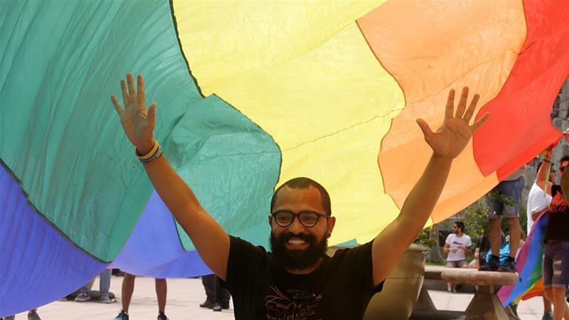 Các thành viên cộng đồng LGBT và các nhà hoạt động biểu tình trước Tòa án Công lý Tối cao để yêu cầu hôn nhân đồng giới, ở San Jose, Costa Rica.