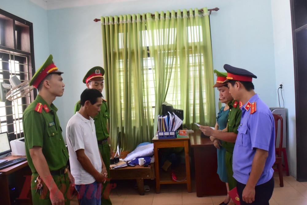 Cơ quan chức năng đọc quyết định khởi tố, bắt tạm giam Hoàng Văn Bảo