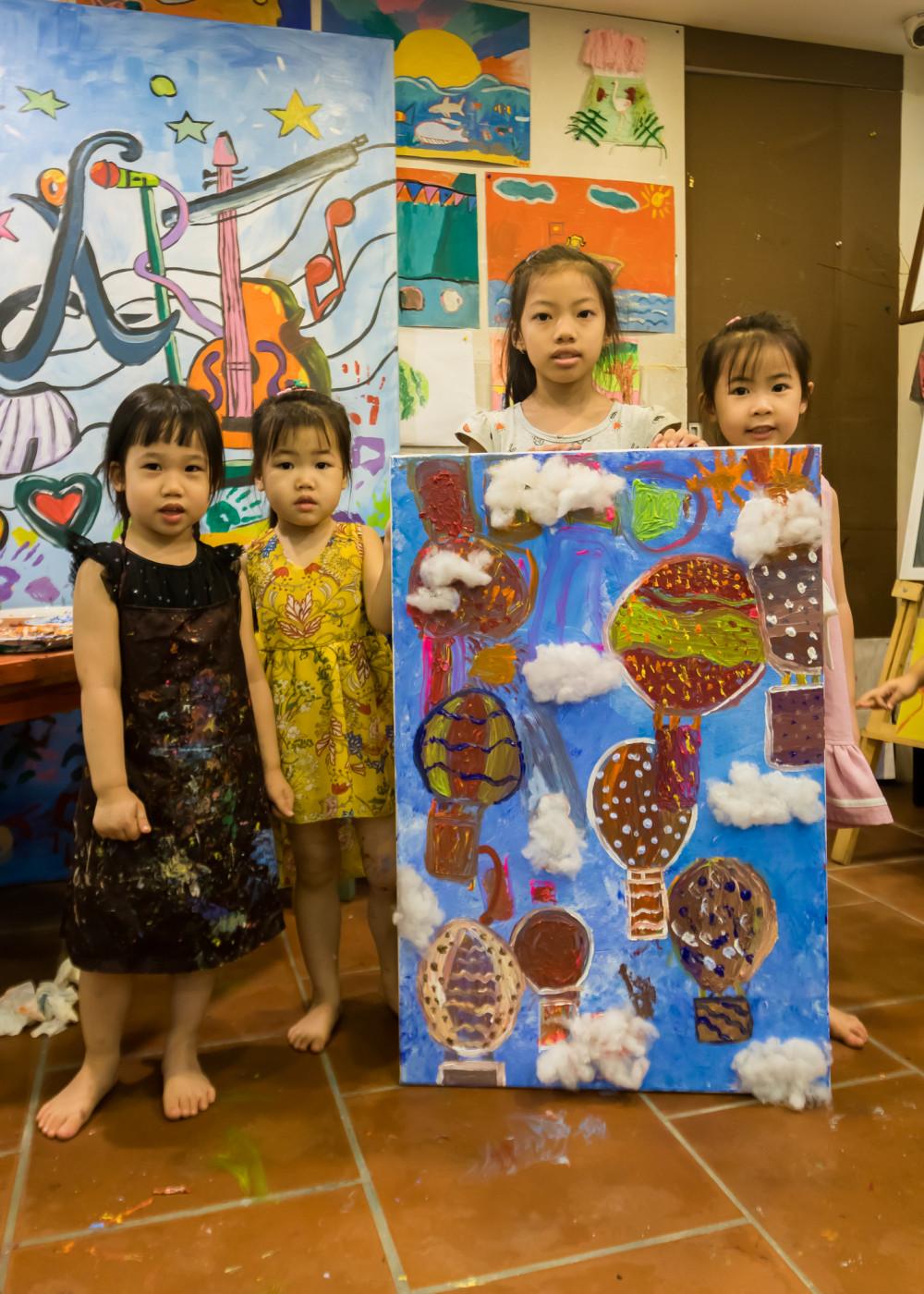 Vì dịch COVID-19, chương trình năm nay có sự tham gia của nhiều trẻ em