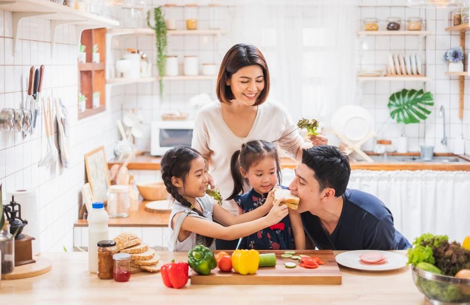 Việc đảm bảo dinh dưỡng trong bữa ăn luôn là vấn đề được các bà mẹ quan tâm hàng đầu. Ảnh: Prudential cung cấp