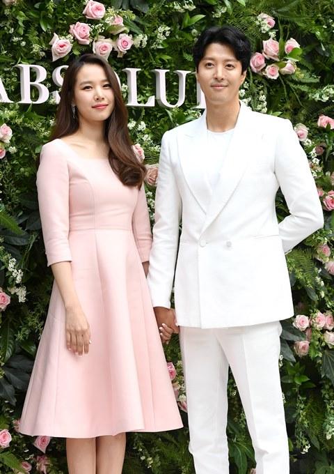 Cặp đôi Jo Yoon Hee và Lee Dong Gun ly hôn sau 3 năm.