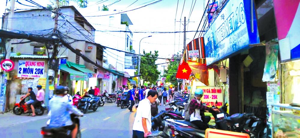 Sự đông đúc của quận trung tâm Tp.HCM đã dịch chuyển sang quận ven Gò Vấp - ảnh : P.HUy