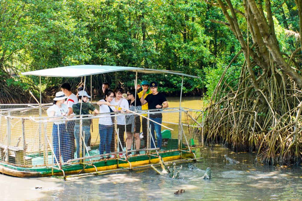 Việc làm mới các tour du lịch nội địa, đồng thời thêm các ưu đãi, khuyến mãi... có thể thu hút được nguồn khách từ thị trường trong nước